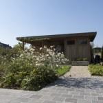 tuin met een schuur